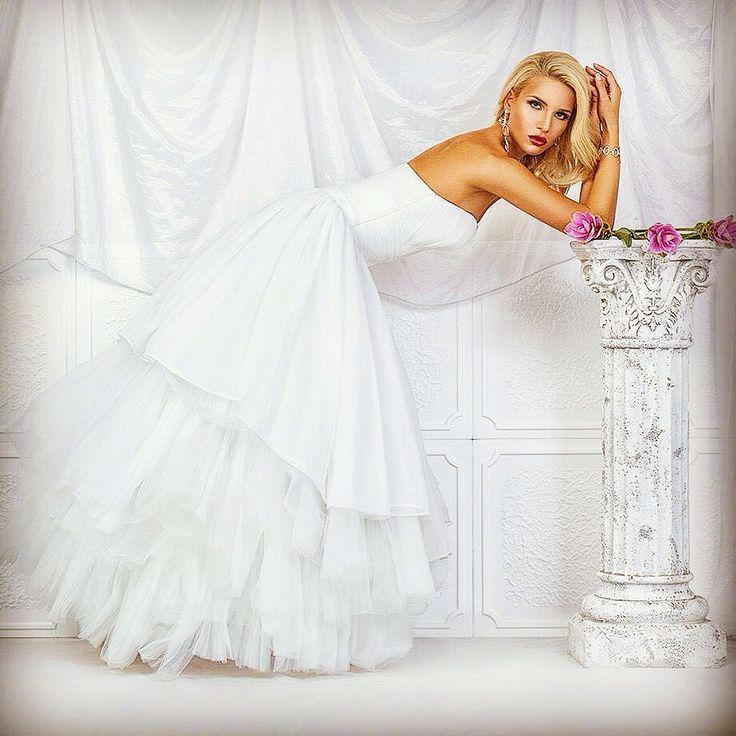 Svatební šaty Vera Marsalli 2016. Bridal Gown Vera Marsalli 2016. Exclusivelly in our wedding studio. www.verama.cz