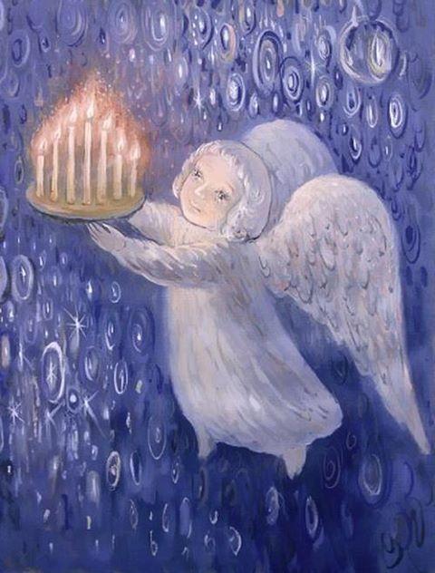 """Старики говорили: """"У кого в сочельник горит свеча на окне, того и Бог не оставит"""". Чем свечей больше, тем благополучнее будет год. По христианским традициям каждая из семи свечей символизируют христианские понятия — Надежду, Мир, Радость, Любовь, Христа, а также — Здоровье и Благополучие."""