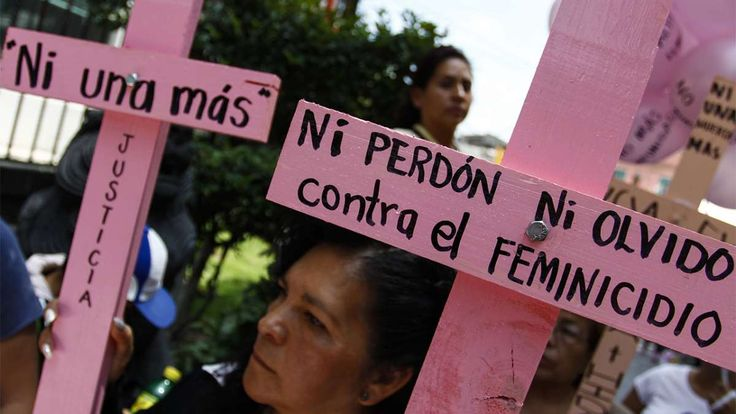 Por Estéfany Morales/Especial para nayaritenlinea.mx Un feminicidio es cuando una mujer es asesinada por una simple razón: su género. En abril del 2016, la (ONU) alertó que 14 de 25 países del mundo con las tasas más altas de feminicidios están en Latinoamérica. Guatemala, El Salvador y Honduras tienen los índices más altos del mundo, mientras que en Argentina y México las cifras son alarmantes y siguen a la alza. Los feminicidios en Latinoamérica van en aumento y la mayoría de los actos...