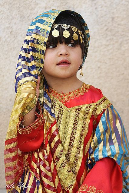 Arabic loveliness by Ali Thamer: Little Children, Arabic People, Traditional Dresses, Traditional Clothing, Arabic Culture, Culture Faces, Bold Colors, Bright Colors, Jesus Love