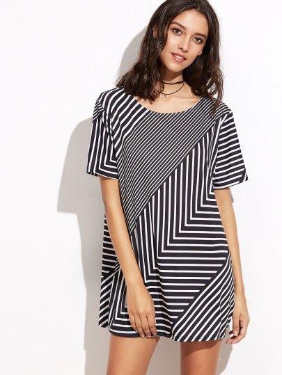 Shirt Kleid 2017 mit Streifen in Schwarz und Weiß - Schulterbreite(Cm):L:42cm, XL:43cm Brustumfang(Cm):L:108cm, XL:112cm Länge(Cm):L:77cm, XL:78cm Ärmellänge(Cm):L:22cm, XL:23cm Verfügbare Größen:L,XL € 20.00
