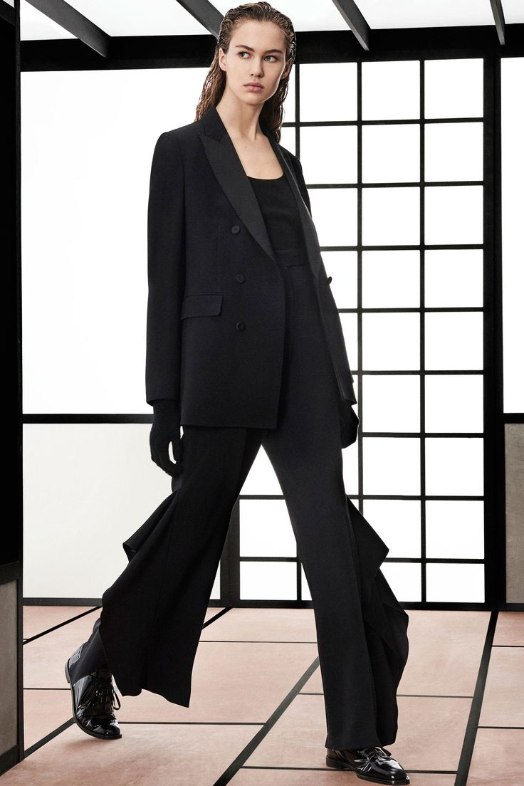 Black suit with ruffle flare pant by Max Mara Pre-Fall 2018 collection.