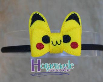 Patriotic Captain Hero Embroidered Felt Bow for your favorite comic book hero fan! Bow measures 4 x 1.5. Choose between an alligator clip, french barrette, stretch headband sized to fit any size you like or a flexible hard headband that comfortably fits toddlers through adult. Please review shipping and policies as all items in my shop are made to order and have a longer processing time, thank you! Every piece from Homemade Trends is handmade with love in a smoke free home. Please visit me…