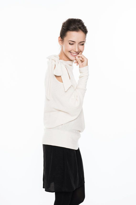 LeMuse Off-white Asymmetric Woolen Sweater with a Bow by LeMuse