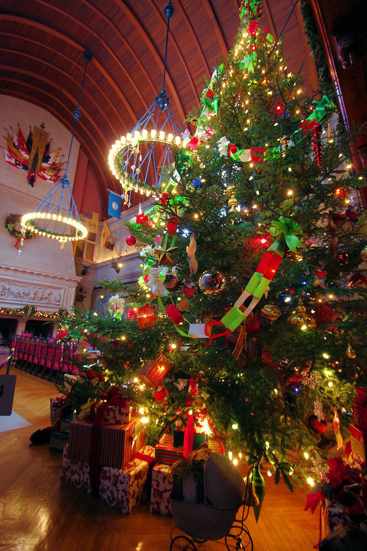 Christmas at biltmore house christmas decorations inside b - Banquet Hall Christmas Tree Inside Biltmore House 2013