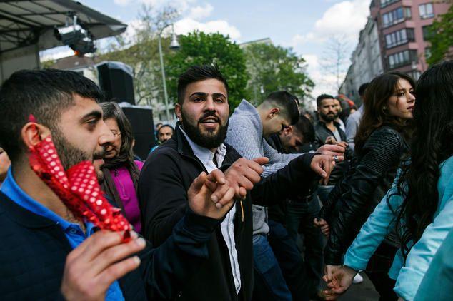 EPOC TIMES - Deutsche Krankenkassen zahlen für türkische Angehörige in der Türkei mit !! pic: Am 1. Mai 2015 in Berlin Kreuzberg |  ▼ ✂ via Flipboard < paper.li 151109,1600 CET mo