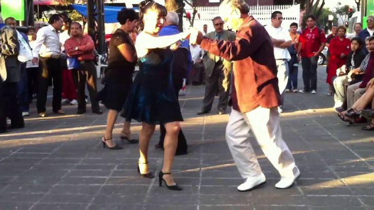 "baile sonidero 2014 mas visto de youtube ""suena mi tambor "" Los Pacheco ...... Look at this old guy he dance really good better than some men half his age.   Great video"