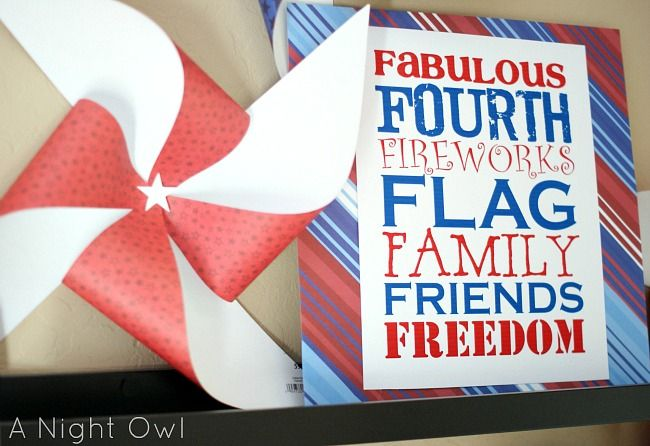 Fourth of July printable and festive mantle. #4thofjuly #freeprintable