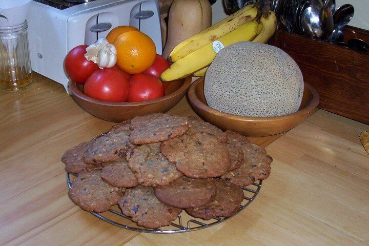 A 5-star recipe for Hillary Clinton's Chocolate Chip Cookies made with flour, salt, baking soda, shortening, brown sugar, sugar, vanilla extract, eggs, oats