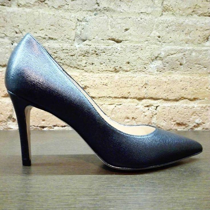 Emblematic black pumps in saffiano leather from Valetti Design will be a perfect option for every season & every weather! 🔝🔝 Timeless basic with extraordinary class! 🔝❤ #CherryHeel #LuxuryShoeBoutique #Black #Pumps #stiletto #Valetti #ValettiDesign #MadeinItaly #Spring #heels #instastyle #spring2017 #happygirl #blogger #style #fashion #madeinitaly #trend #barcelonamola #primavera #moda #bcninspira #instafashion #барселона #стиль #шоппинг #девочкитакиедевочки #весна2017 #мода2017…