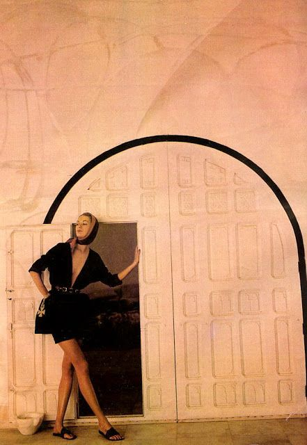 Natalie Paine in Claire McCardell's shorts and roomy top held snug with a belt, photo by Louise Dahl-Wolfe, Hammamet, Tunisia, Harper's Bazaar, 1950