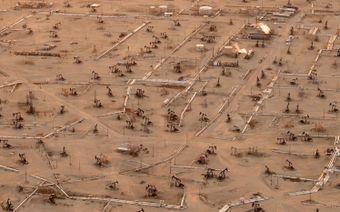 Vista aérea de Midway-Sunset, actualmente el campo petrolero más grande de California. Foto de Jassen T.