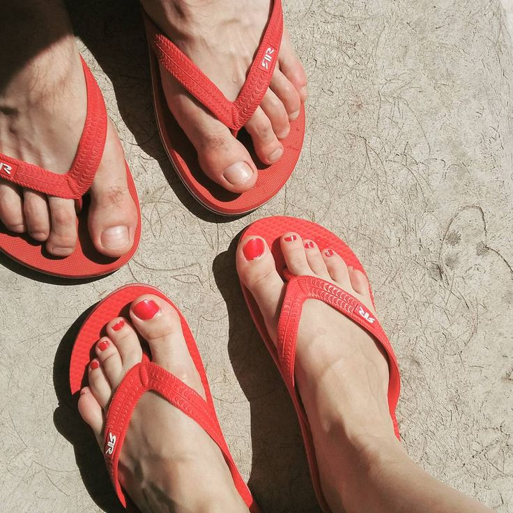 👙🌞🏊❤😙💑 #retrojeans #retrojeanscompany #red #flipflops #withmyboyfriend #together #summertime #happiness #retro #feet #rednails #red