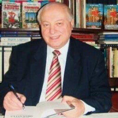 Dr. Drábik János, közíró, a Szabad Európa Rádió nyugdíjas vezető programszerkesztője. A Leleplező magazin főszerkesztő-helyettese, 20 könyv szerzője.