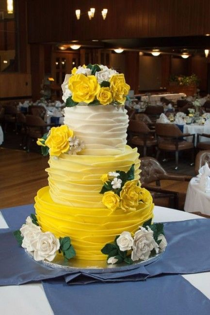 Inspiration pour un mariage jaune : le wedding cake / gâteau de mariage