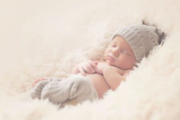 A full step-by-step tutorial on making upcycled newborn pants for newborn photography props. Very easy and under $5!