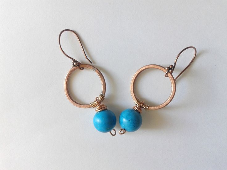 orecchini pendenti rustici anello in rame saldato e perla di howlite : Orecchini di tizianatar