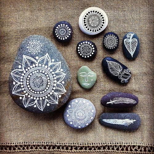 painted stones by MagaMerlina.  So beautiful!!!