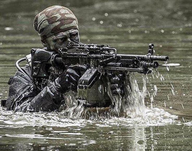 M249 SAW (Squad Automatic Weapon) 5.56mm light machine gun