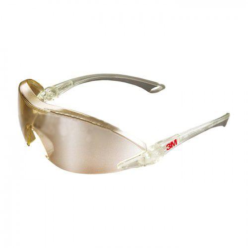 Lentile inclinabile, pentru fixare individuală. Brațe cu lungime reglabilă (4 poziții), pentru confortul utilizatorului și fixarea optimă. Lentile robuste din policarbonat, cu strat protector antizgâriere, pentru durabilitate extinsă.  Ochelari cu lentile aurii 3M Comfort, clasă optică 1, pentru claritate optică ridicată și utilizare pe perioade extinse. #equipmagro #ochelariprotectie #ochelari3M #ochelarilucru