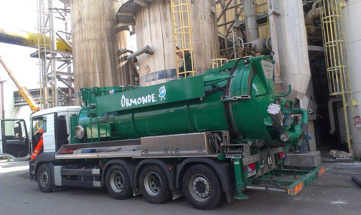 Sací bagr firmy Ormonde je určen pro průmyslové čištění a je vhodný pro sání, vyfukování a transport suchých, tekutých a nebezpečných látek, jako jsou katalyzátory, prach, popílek a kaly. Sací bagr a obslužný personál Ormonde zajistí poskytnutí služeb na nejvyšší úrovni zahrnující čištění technologií, odprašování, čištění nádrží, čištění bioplynových stanic, čištění sil, čištění jeřábových drah, čištění ve stísněných prostorech, čištění v uzavřených prostorech.