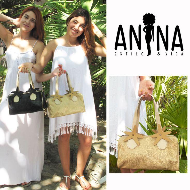 Espectacular Anina en cuero dorado o negro grabado, con apliques de estrella de mar. Whatsapp: 3215012513 Colección: Arrecife #bolsos #leather #bags #cuero #fashion #moda