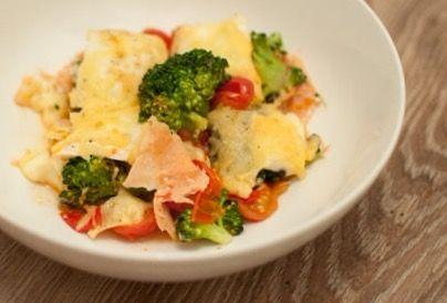 Ovenschotel met zalm, broccoli en brie.Weinig ingrediënten, lekker en snel klaar. Een fijne ovenschotel voor op doordeweekse of drukke dagen.