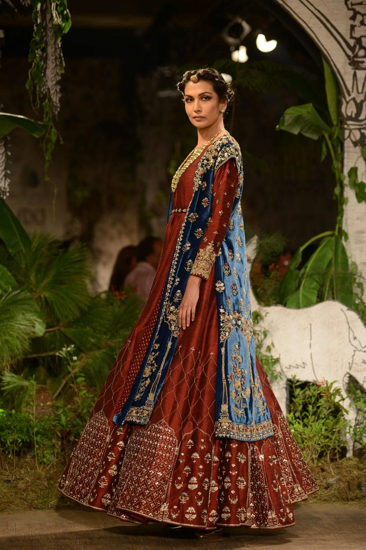 Anju Modi Clothing's collection 'Sunehari Kothi' showcased on Day 4 of India Couture Week 2017.#ICW2017https://www.perniaspopupshop.com/