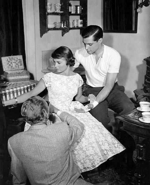 Liselotte Pulver and John Gavin on set with douglas sirk 1958