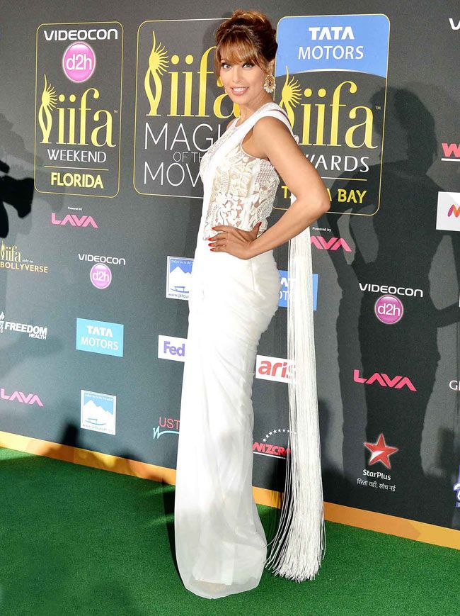 Bipasha Basu on the red carpet at the #IIFA Awards 2014. #Style #Bollywood #Fashion #Beauty