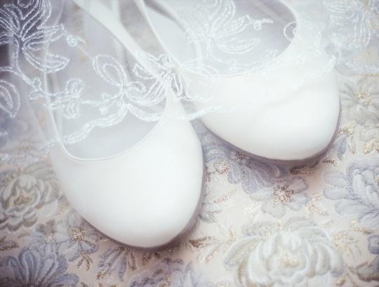 Свадебные туфли: выбираем идеальную пару.  http://www.domashniy.ru/article/svadba/atributika/svadebnye_tufli_vybiraem_idealnuyu_paru.html