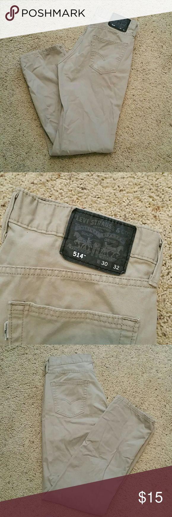 Men's Levi's 514 khaki jeans Men's Levi's 514 khaki jeans barely worn, light weight fabric Levi's Jeans Straight