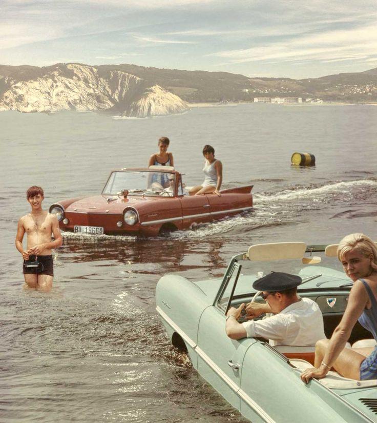 14 de febrero de 1964 - Bilbainitos y bilbainitas disfrutando de un clásico domingo de playa en la Bahía de Gorliz (Gran Bilbao).Gorliz