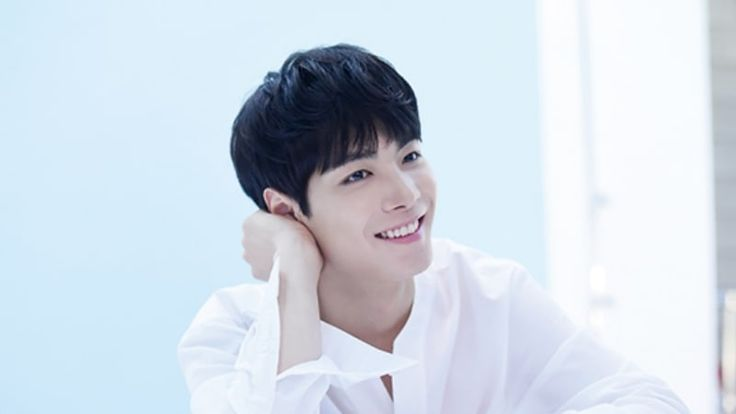 """JR de NU'EST compartió buenas noticias en """"Night Goblin"""" de JTBC. En el episodio del 8 de octubre de """"Night Goblin"""", el elenco se juntó luego de tres semanas y compartió lo que era nuevo en sus vidas. Luego de revelar que el rating del programa había registrado más del 3%, Jeong Hyeong Don añadió …"""
