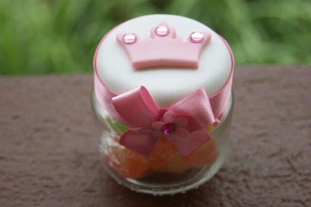 Potinho decorado com biscuit - Tema: Coroa