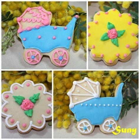 En el blog se puede ver la explicación de cómo hacerlas.  http://rositaysunyolivasenlacocina.blogspot.com.es/2011/10/galletas-decoradas-masa-y-glasa.html