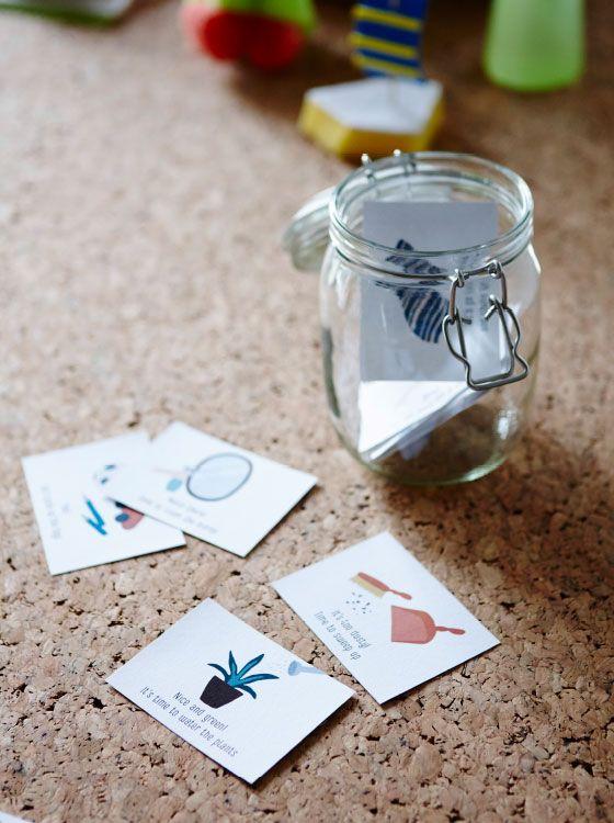 Du möchtest deine Kinder in die wunderbare Welt des Putzens einführen? Hier unser Tipp: Einfach diese tollen Karten mit Aufgaben ausdrucken, zurechtschneiden und alle in ein Glas stecken. Die Kinder dürfen mischen und dann eine Karte ziehen.