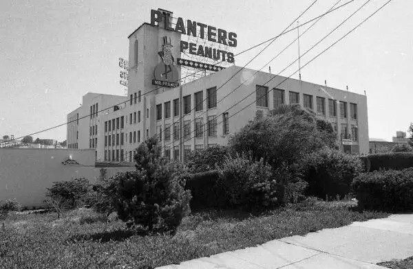 THE PLANTERS PEANUTS SIGN: There was a time when Mr. Peanut was the third most powerful man in the city, behind Herb Caen and Joe Alioto. This factory was on the corner of Bayshore and Paul avenues in San Francisco.  http://blog.sfgate.com/thebigevent/2012/04/19/gone-not-forgotten-landmarks-of-the-bay-area/amp/