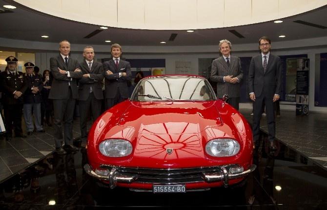 BOLOGNA - LAMBORGHINI COMPIE MEZZO SECOLO    Automobili Lamborghini festeggia il suo 50esimo anniversario e per l'occasione mette in mostra alcuni dei più bei modelli della casa negli spazi dell'aeroporto di Bologna 'Guglielmo Marconi'. A partire da questo mese, fino a maggio 2013, lo scalo emiliano ospiterà a rotazione alcune delle supersportive della casa del Toro che hanno segnato mezzo secolo di storia dell'automobilismo.