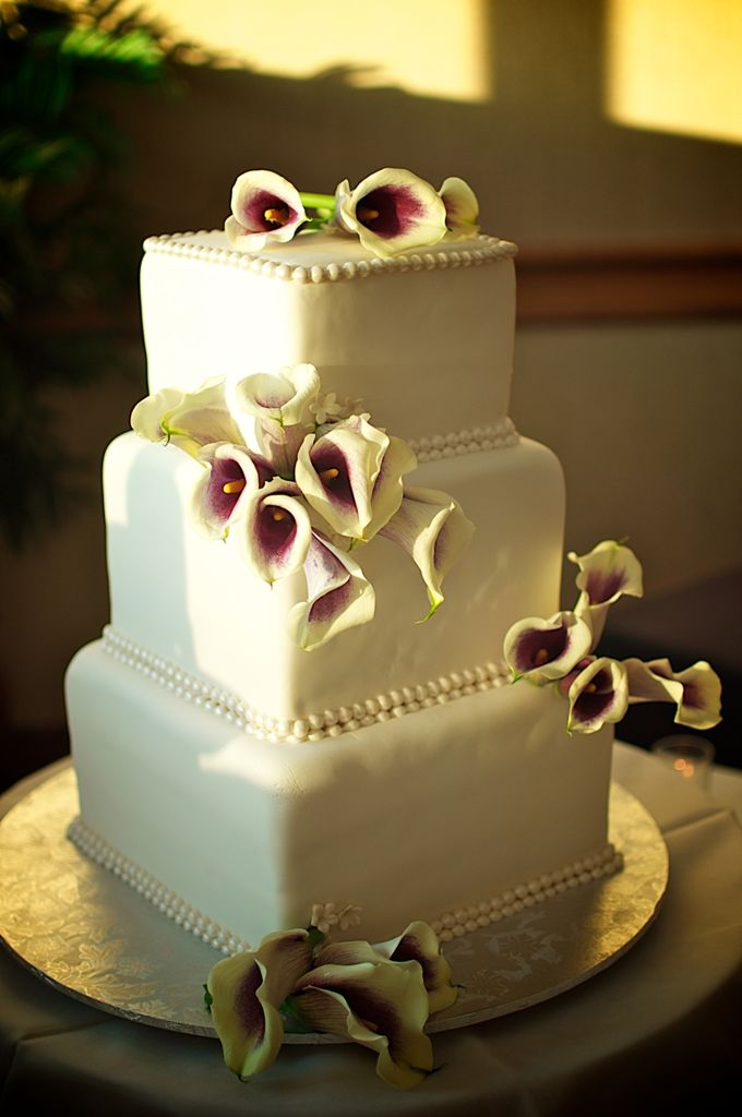 square calla lily wedding cakes 17 best images about white wedding cakes and favors on 20357