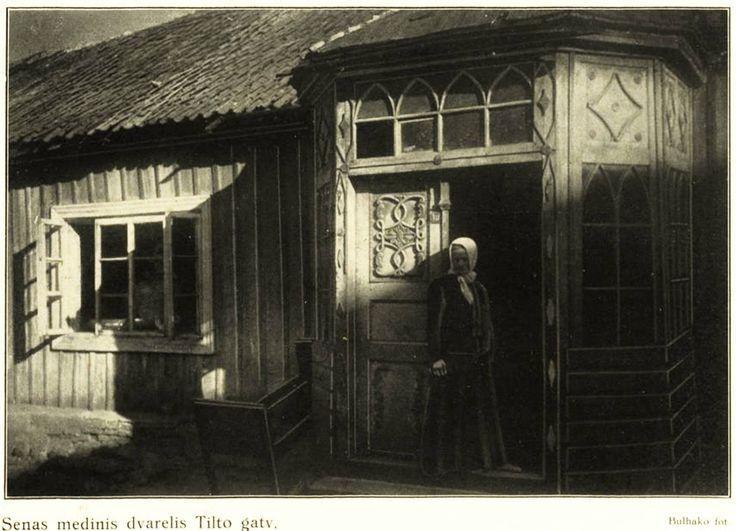 """#Vilnius, Tilto g. Nuotrauka Jan Bułhak.  Iš knygos """"Vilnius, 1323-1923"""". Istorijos apžvalgą parašė K. Binkis ir P. Tarulis. 1923 m. (http://www.epaveldas.lt/object/recordDescription/KVB/C130000485666)."""