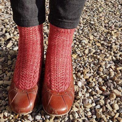 Daly Socks – Toe-Up Free Knitting Pattern