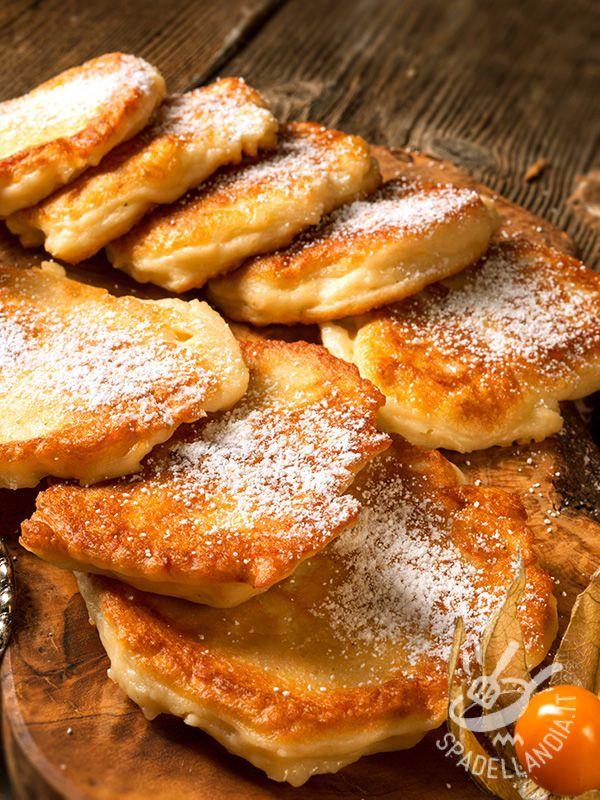 Preparate con lo zucchero di canna, le Frrittelle di mela alla polacca sono una ricetta semplice semplice da preparare e veloce: sarà difficile resistervi. #frittellepolacche #frittelledimele
