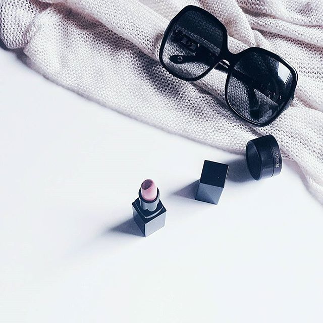 It's one of those days where you just want to hide behind a pair of large sunnies and a bright lip  to let the skin breathe! A little concealer doesn't hurt