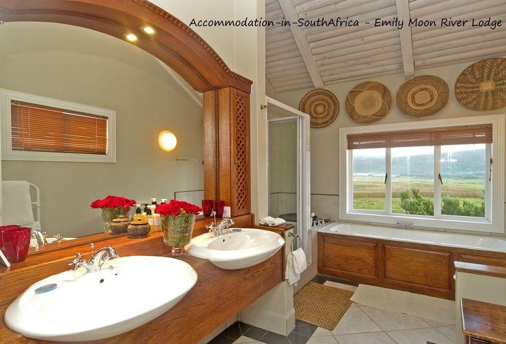 Plettenberg Bay Accommodation. Lodge accommodation Plettenberg Bay. Beautiful accommodation at Emily Moon River Lodge. Accommodation in Plettenberg Bay.