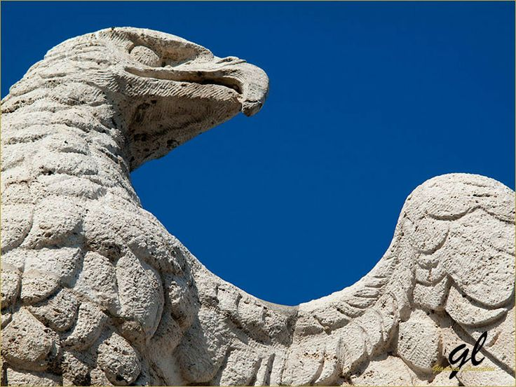 Ponte Flaminio This eagle is one of the symbol of Rome. The shewolf and the twins represent the city of Rome, the eagle represent all the region Lazio. #TuscanyAgriturismoGiratola