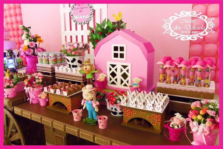 Decoração de festa infantil na mesa Rústica, tema Fazendinha Rosa (fazenda pra menina), realizada na cidade de Sorocaba. Empresa trabalha com temas infantis Clean / Provençal e Rústica.