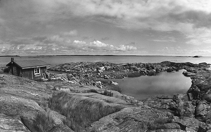 This small island of Klovharu (in Finland) was home to Tove Jansson and Tuulikki Pietilä for almost thirty years. I wish i could visit there some day.