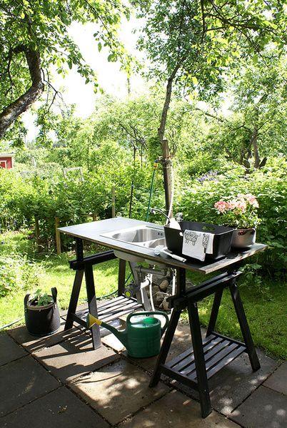 tiskipöytä,ulkokeittiö,vesipiste,mökkikeittiö