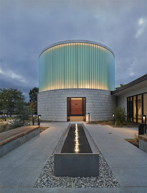 Project: Temple Beth Sholom. Location: Santa Ana, CA. Architect: Berliner Architects. Product: Pilkington Profilit™ translucent channel glass system